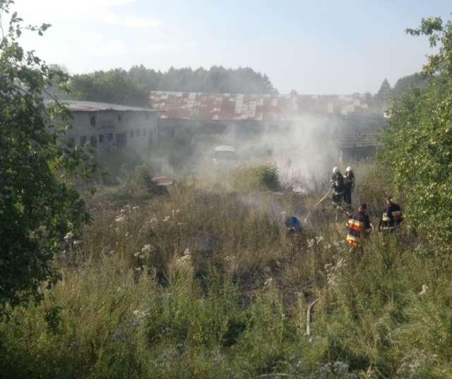 Tylko jednego dnia strażacy otrzymali zgłoszenia do kilku pożarów  - full image