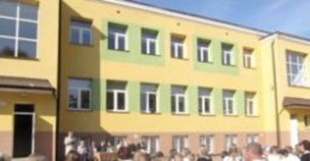 Wyremontowany zostanie m.in. Zespół Szkół Gminnych w Małkini - full image