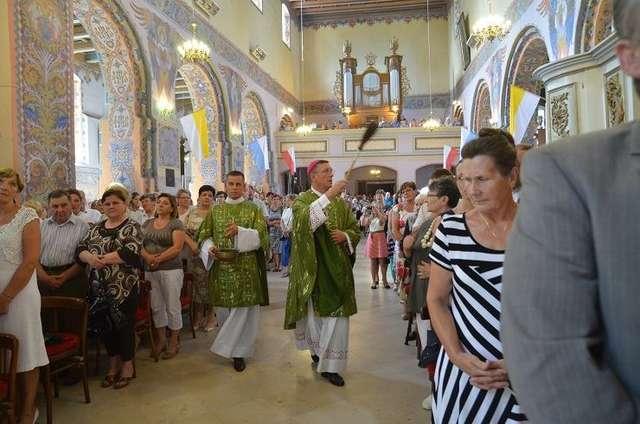 Na uroczystą mszę przybyło wielu mieszkańców gminy - full image