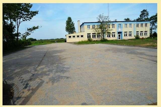 Plac przy Szkole Podstawowej w Ołdakach Polonii - full image