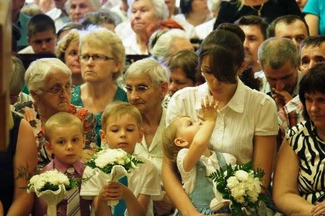 Rodziny modliły się m.in. o dar potomstwa dla bezdzietnych małżeństw  - full image
