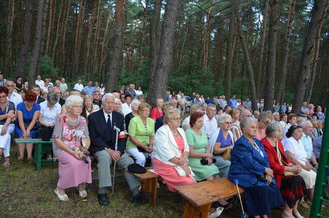 Mieszkańcy gminy każdego roku uczestniczą w obchodach rocznicowych Cudu nad Wisłą - full image