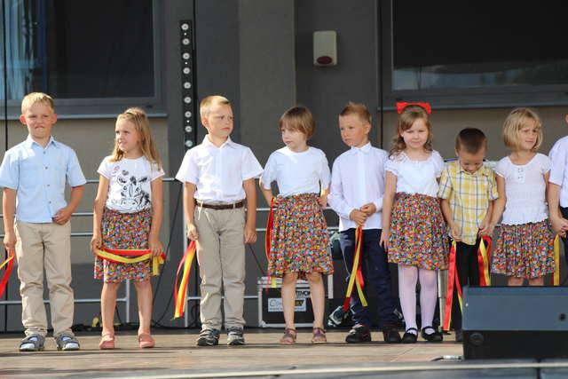 Na scenie zatańczyły dzieci z ZPO w Wąsewie  - full image