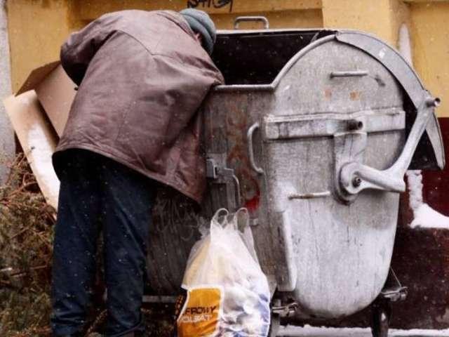 Bezdomność i ubóstwo - jedne z przyczyn udzielania pomocy przez GOPS - full image