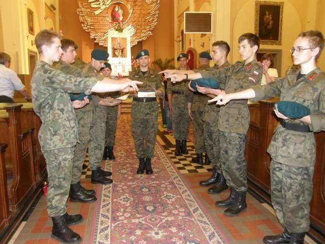 Zaprzysiężenie Jednostki Strzeleckiej odbyło się w prostyńskiej bazylice  - full image