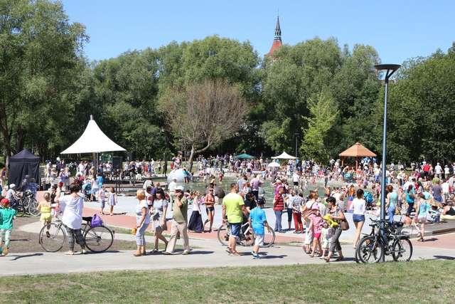 Aktywnie w parku Centralnym w Olsztynie - full image
