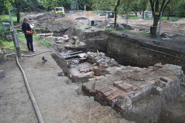 Ruiny browaru po zbadaniu i zabezpieczeniu zostaną ponownie zasypane - full image