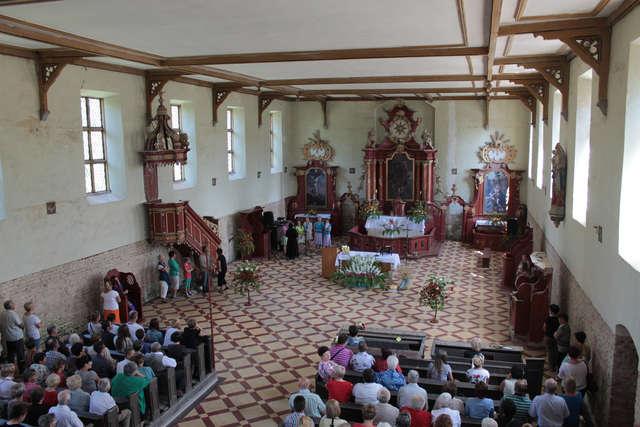 Jedna z dwóch mszy w ciągu roku odbywa się 15 sierpnia - w uroczystość Wniebowzięcia Najświętszej Maryi Panny - full image