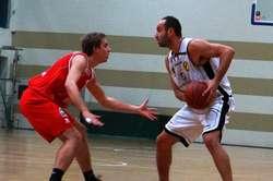 Jednym z zawodników Sokoła jest Piotr Barszcz (po prawej)