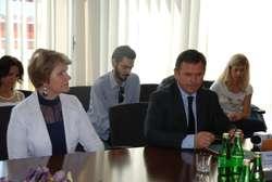 Umowę o dofinansowanie podpisał m.in. prezes ZGK, Kazimierz Zacharski