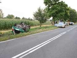 Kierowca stracił panowanie nad pojazdem. Samochód dachował