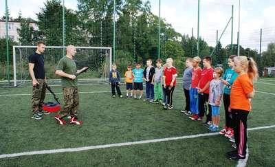 Trening samoobrony na Orliku. Zajęcia prowadzili żołnierze