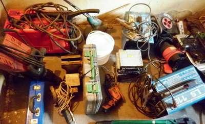 Włamywali się do garaży i kradli elektronarzędzia