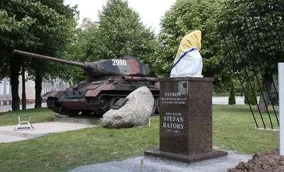 Pomnik patrona stoi już w brygadzie