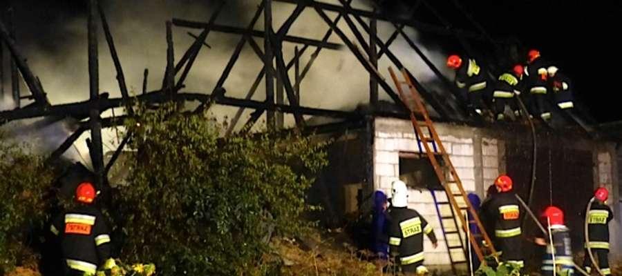 Pożar stodoły w Rumienicy, w którą uderzył piorun