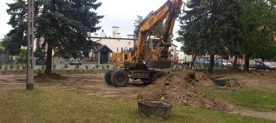 Rozpoczęły się prace budowlane w parku