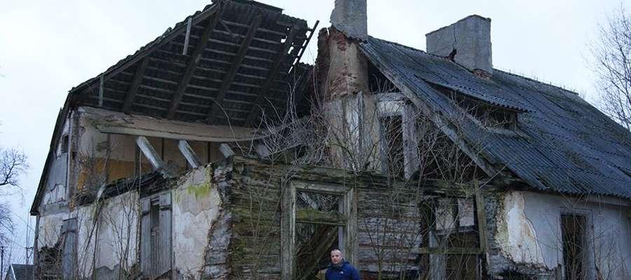 Dziś po dworkach na północnym Mazowszu pozostało niewiele. Na zdjęciu autor artykułu