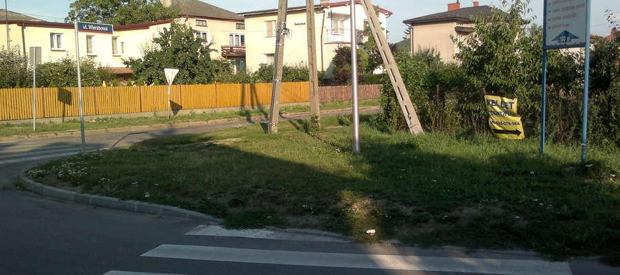 Przejście dla pieszych ulica Zamojskiego, na skrzyżowaniu z ulicą Wierzbową