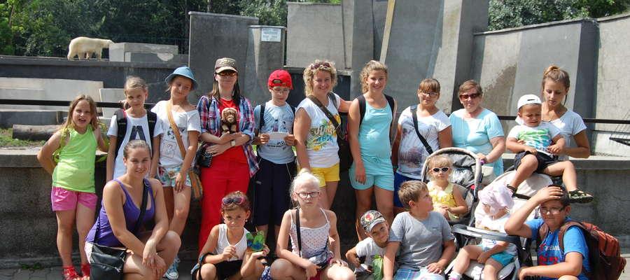 W wakacyjnej wycieczce wzięły łącznie udział 24 osoby - dzieci oraz opiekunowie
