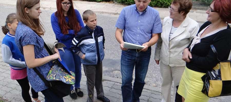 Podczas jednego z pierwszych spotkań inicjatorów budowy pomnika generała — jeszcze w Tylicach