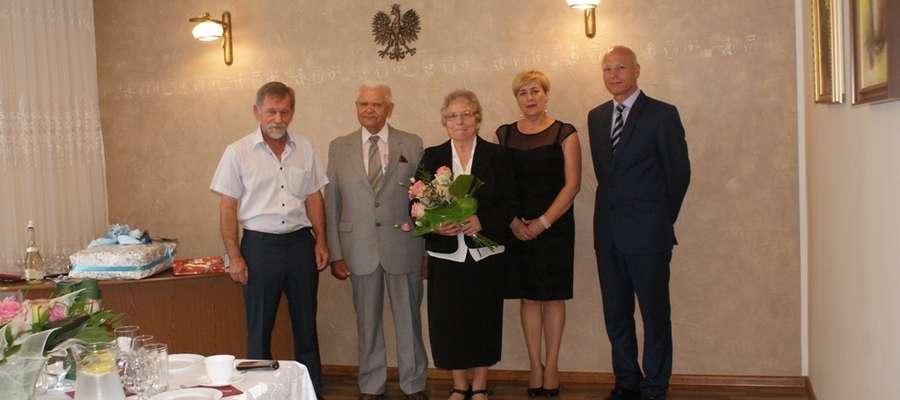 Burmistrz wznosząc toast pogratulował wytrwałości w miłości i życzył kolejnych lat w zdrowiu i harmonii oraz radości i satysfakcji z dalszej przyszłości
