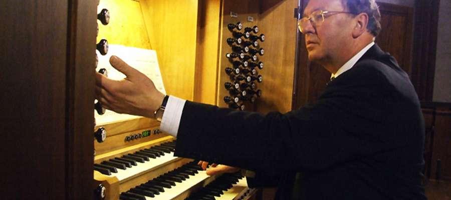 Każdego roku przed publicznością zebraną we fromborskiej archikatedrze występują znani muzycy, grający nie tylko na organach