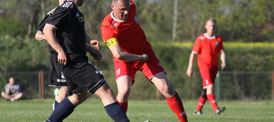Jedynego gola dla Łyny strzelił Łukasz Pawłowski (w czerwonej koszulce)