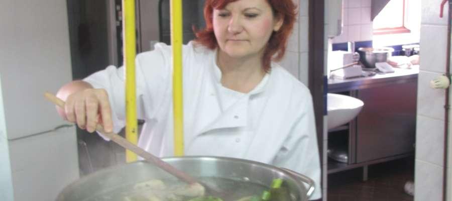Pani Danuta Białaś w kuchni.