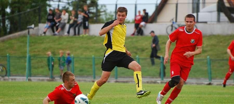 Mateusz Zaleśkiewicz (w żółtej koszulce) mimo 25 lat jest już jednym z najstarszych zawodników Orląt.