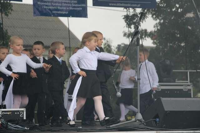 Na scenie zaprezentowały się 5- latki - full image