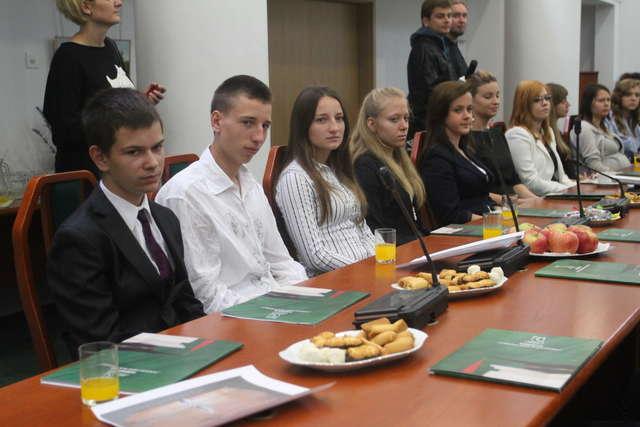 Stypendia dla najlepszych uczniów powiatu olsztyńskiego rozdane - full image