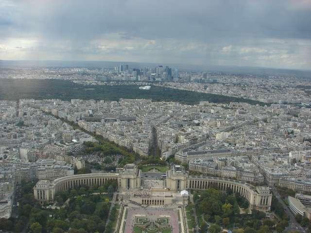 Panorama Paryża z tarasu widokowego Wieży Eiffla - full image