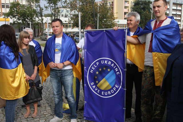 Ukraińcy na placu Solidarności w Olsztynie - full image