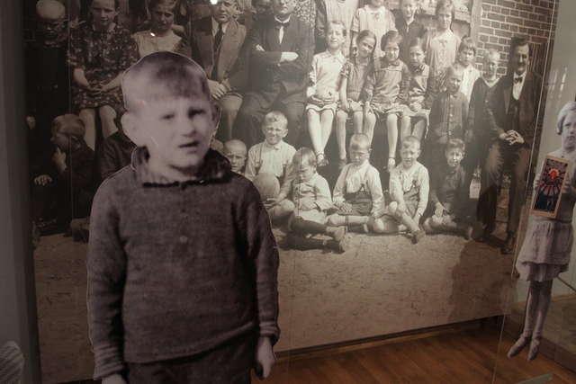 Wrażenie robią archiwalne zdjęcia dzieci i nauczycieli polskich szkół na Warmii i Mazurach - full image
