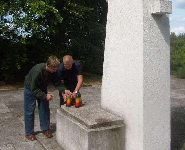 Cmentarz w Sudwie, 2013 r. Wieńce składają Rosjanie.