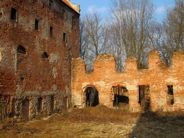 Z XIV-wiecznego zamku kapituły warmińskiej pozostały tylko ruiny - full image