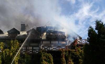 Pożar hotelu niedaleko Piecek. Palił się dach