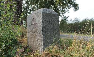 Kamień milowy na granicy gmin