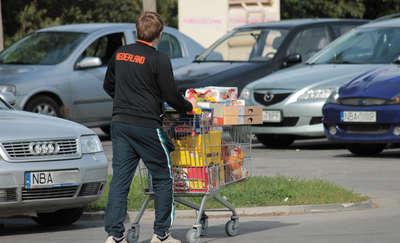 Żywność tańsza, półki pełne. Rosjanie szturmują nasze sklepy