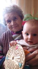 Wanda Wojtel z wnuczką