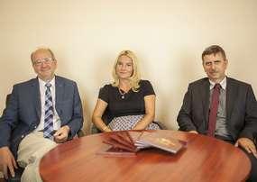 Zarząd DAR S.A. Od lewej: Zenon Szacherski – prezes Zarządu DAR S.A., Anna Kraśniewska – wiceprezes Zarządu DAR S.A., Roman Dawidowski – wiceprezes Zarządu DAR S.A.