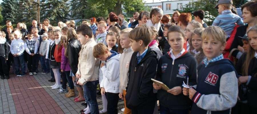 Z dniem 1 września, w pieniężeńskich placówkach oświaty, rozbrzmiał pierwszy dzwonek. Po dwumiesięcznej, wakacyjnej przerwie, dzieci i młodzież powróciły do murów szkół