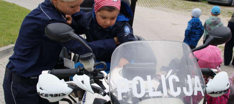 Największe zainteresowanie wzbudzały policyjne radiowozy i motocykle wykorzystywane do codziennej służby