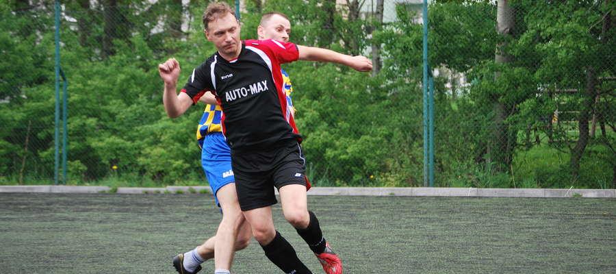 Drużyna Oldbojów pewnie zwyciężyła w Lidze. W akcji snajper drużyny Mariusz Barcikowski
