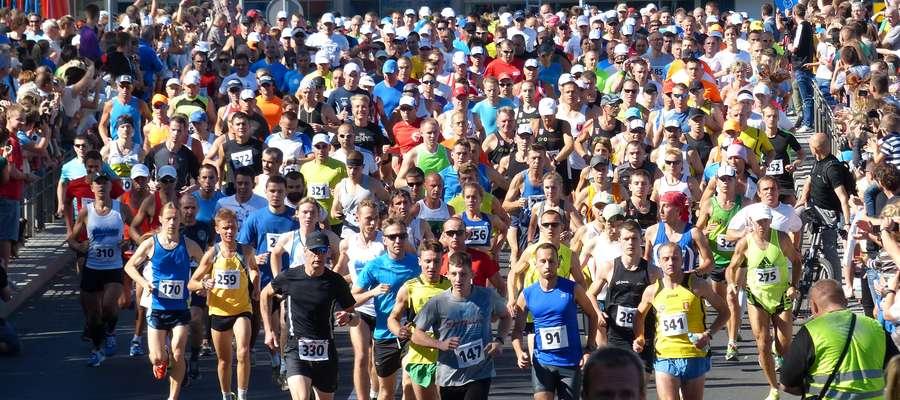 Tradycyjnie start biegu głównego odbędzie się na moście na ul. Konstytucji 3-go Maja o godz. 11.00