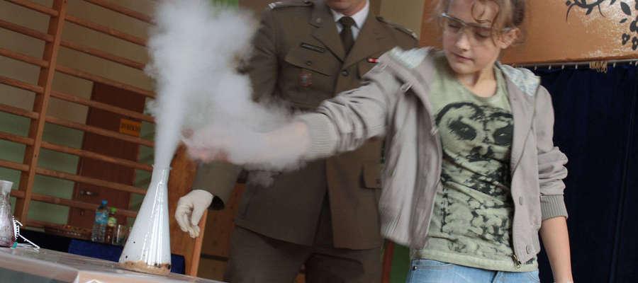 To doświadczenie mjr Jankiewicz musiał, na życzenie uczniów, powtórzyć.