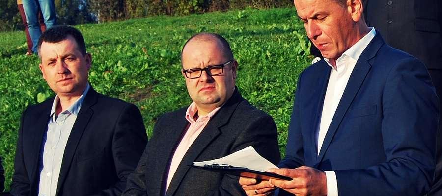 Poniedziałkowa konferencja prasowa na Górze Kawałkowskiego. Z prawej Krzysztof Tucholski. Obok niego Artur Czapliński i Krzysztof Wrzesiński