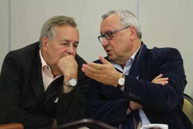 """Leszek Szarzyński i Janusz Kijowski podczas konferencji """"Archipelagi kultury"""" - full image"""