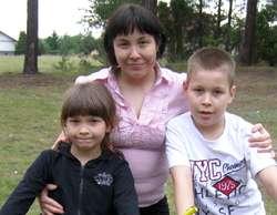 Ola Kowalska z mamą i bratem