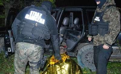 Strzały i pościg. Przemytnik staranował wóz straży granicznej pod Korszami